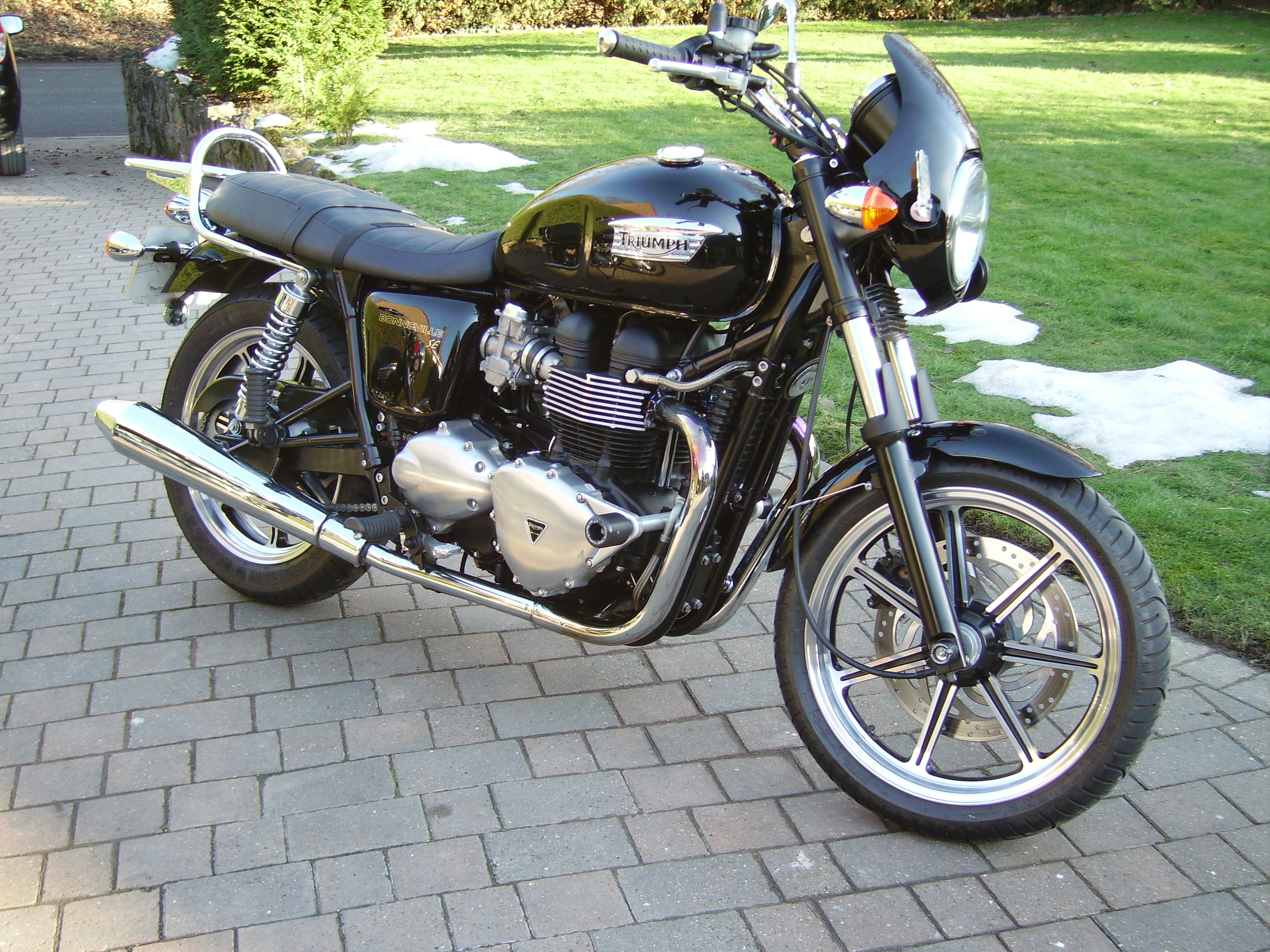 Triumph bonneville se single seat