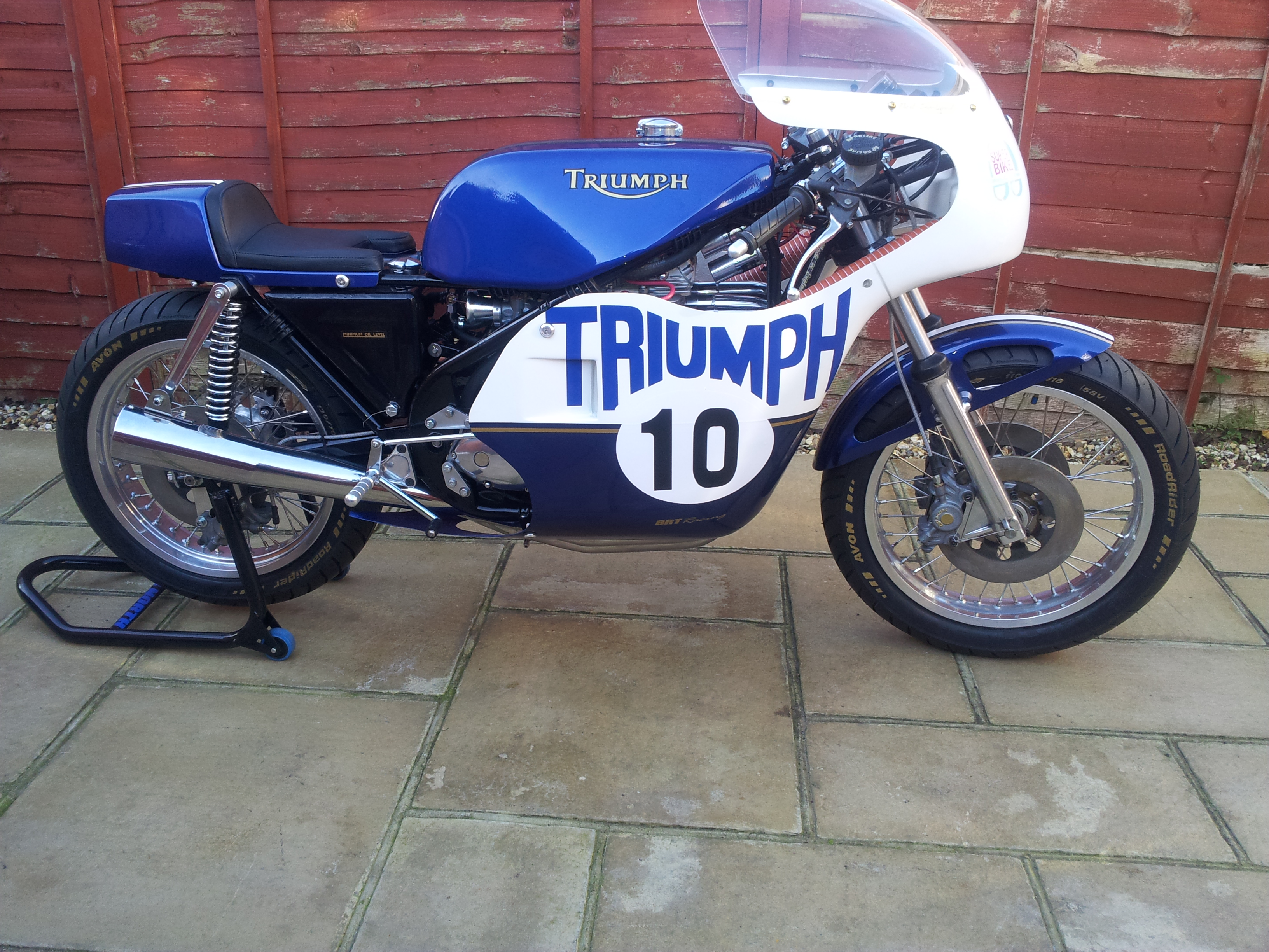 triumph dating Ideni1ficatlon, dating & production figures as with the earlier cars, triumph used a logical numerical series of commission numbers with alphabetical prefixes and.